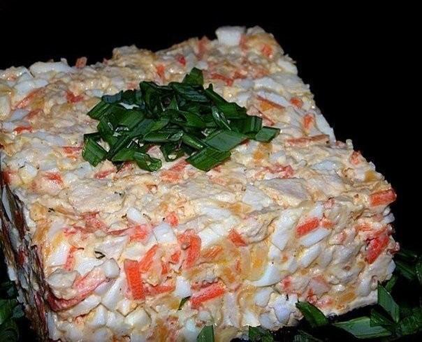 Салат с куриной грудкой и корейской морковью и грибами