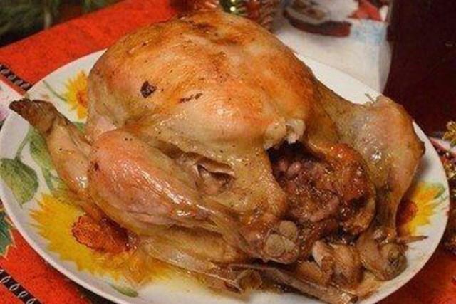 Ах, какая вкуснятина! Курица фаршированная прижилась в нашей семье. Делаю без повода. Это надо попробовать.