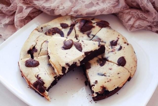 Шоколадно-банановый брауни-чизкейк.. Такое блюдо будет уместно всегда: и на ужине, и на семейном обеде. Мужчины будут в восторге, а дамы забудут о диете. Попробуйте мой коронный рецепт.