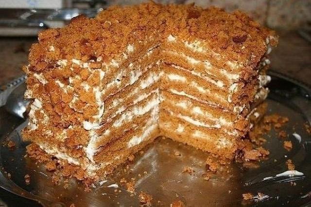 Простой медовый тортик, для тех, кто не любит раскатывать тесто