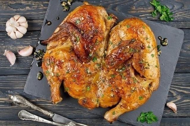 Курица по-аджарски — отличный вариант для любого праздника.