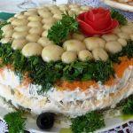 Салат с шампиньонами и ветчиной Лесная поляна