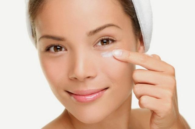 Маски для кожи вокруг глаз в домашних условиях: эффект, применение, рецепты