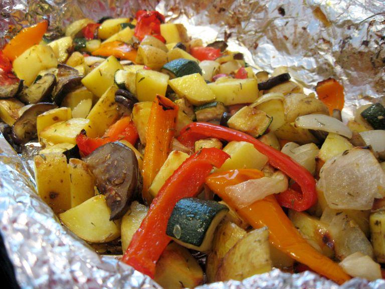 Запеченные овощи в маринаде: лучшая закуска к шашлыкам. Получаются просто божественно вкусными.