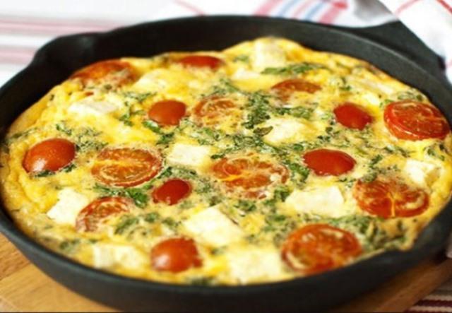 Полезный и вкусный завтрак может сделать хорошим даже самый пасмурный день. А что может быть лучше и проще, чем омлет к завтраку.