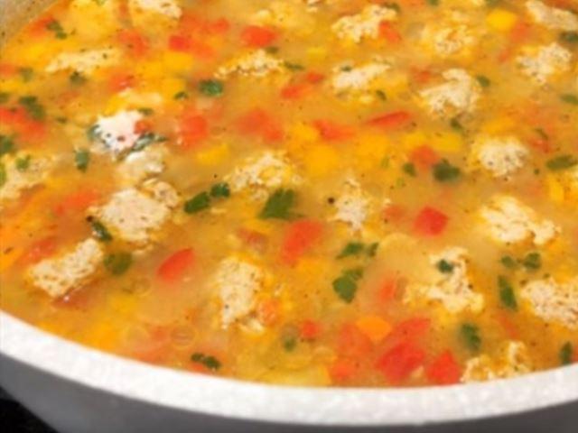 Всего 20 минут – и вкусный суп с фрикадельками можно подавать на обеденный стол.