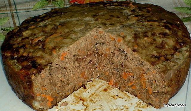 Если ваши дети не в восторге от печени и просто отказываются ее есть, то приготовьте пирог печеночный, от такой вкуснятины они точно не откажутся. А про взрослых и говорить не стоит, такой пирог будут все за обе щеки уплетать все, кто его попробует!