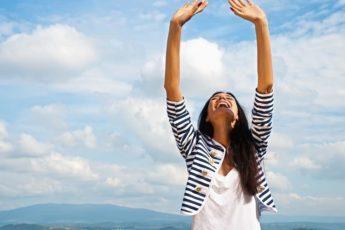 Не ленись поднимать руки вверх! Простое упражнение способно полностью обновить весь организм 1