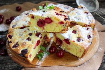 Простой рецепт вкусного вишневого пирога на сметане 1