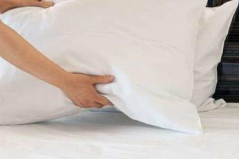 Как правильно чистить подушки 1